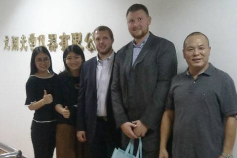 Welcome our customer come to our factory!